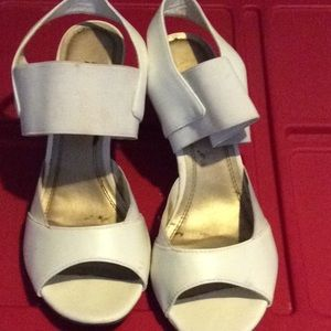 Woman's basic edition white wedges